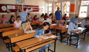 Manisa'da 15 bin 700 öğrenci LGS için ter döktü